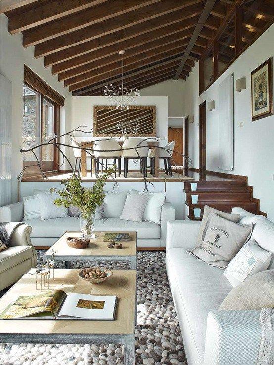 Estilo r stico renovado para una casa en la cerdanya for Arredare una casa moderna