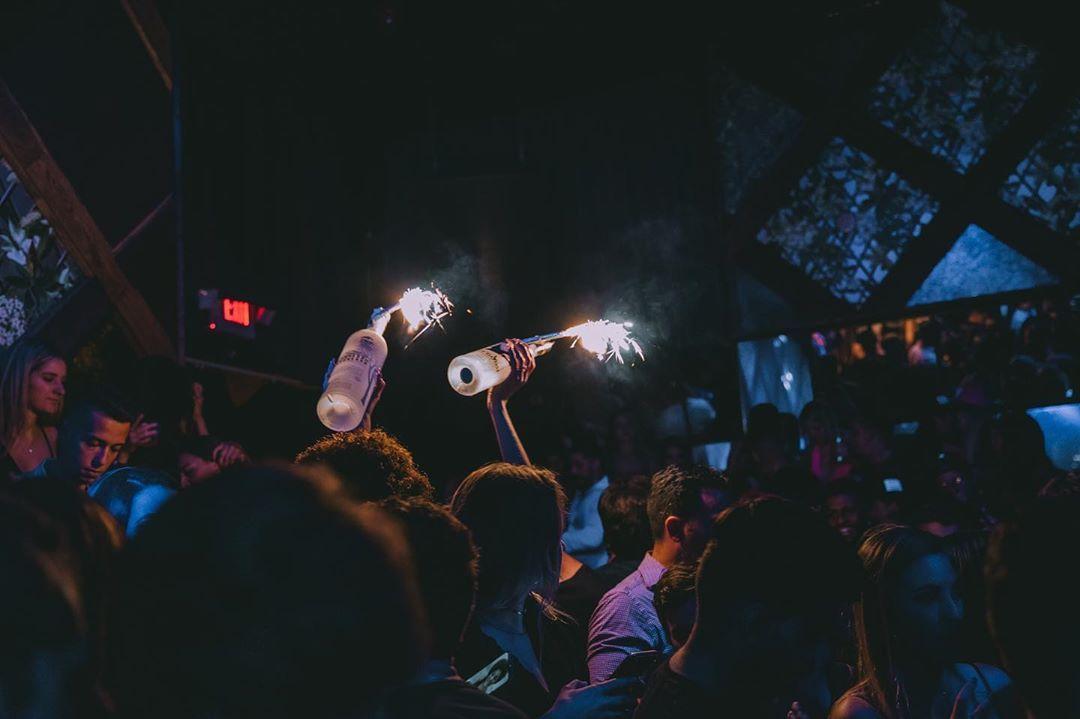 HEY MIAMI !  Preparados pro que está por vir?  BAILE DA GRINGA WMC 2020  Março traz a maior edição do Baile da Gringa!  O Baile vem com uma versão totalmente diferente 🪐💫🌔🍬🍭🎷 Aguardem por mais informações!  #bailedagringa #obaileéfoda #vemprobaile #brickell #dale #party #miamilife #blume #miamibeach 📸 @jotaphotoo