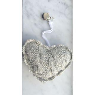 ▫️We  marble▫️#risarosa #risarosadesign #vognhjerte #vognpynt #strikk #norskdesign #hjerte #heart #baby #marble #knitting #norwegiandesign