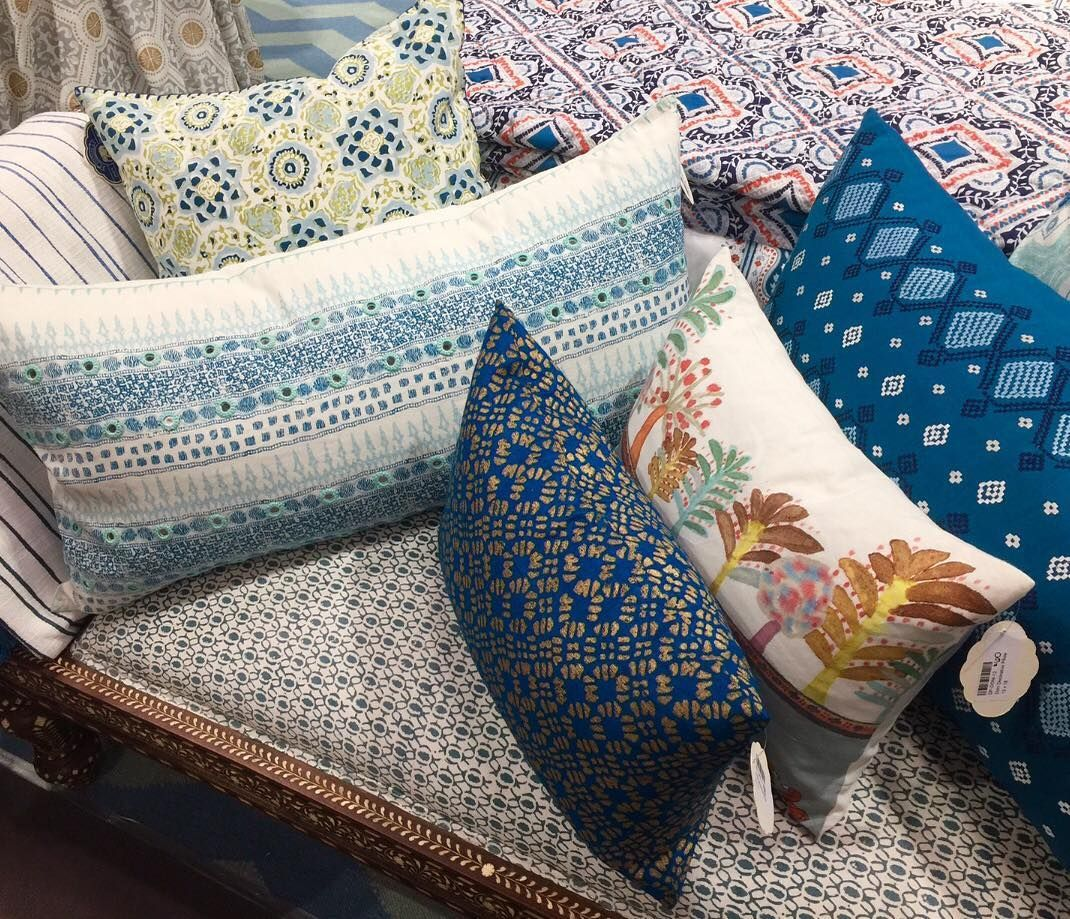 #COLOR TIP: using multiple #patterns is so popular, and you can see why! I suggest using patterns that share a similar color or design element; it gives you the opportunity to use as many patterns as you'd like! I love these beautiful pillows by @johnrobshaw and they are a great example of this style!