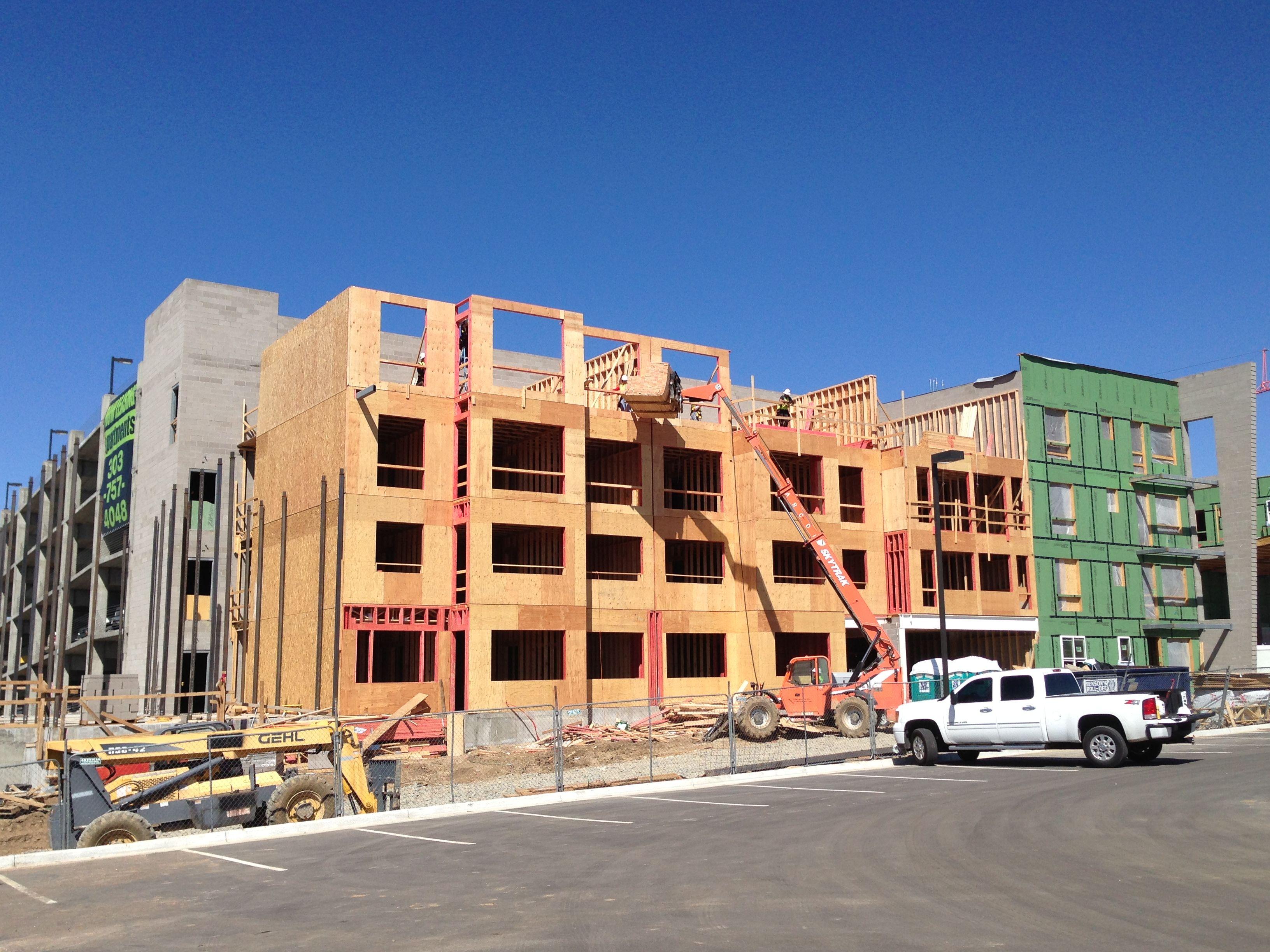 Veranda at High Pointe Framing & Siding Mulit-Family House Project ...