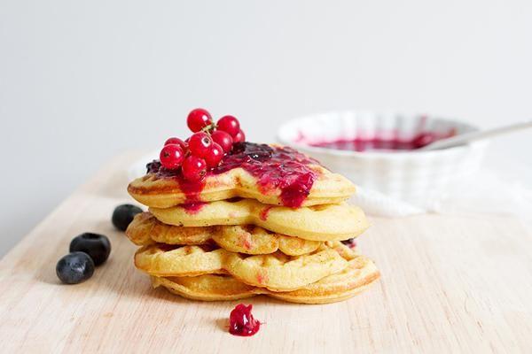 切片新鮮水果、淋上蜂蜜果醬,搭配剛烤好的鬆餅,就是完美的早餐。