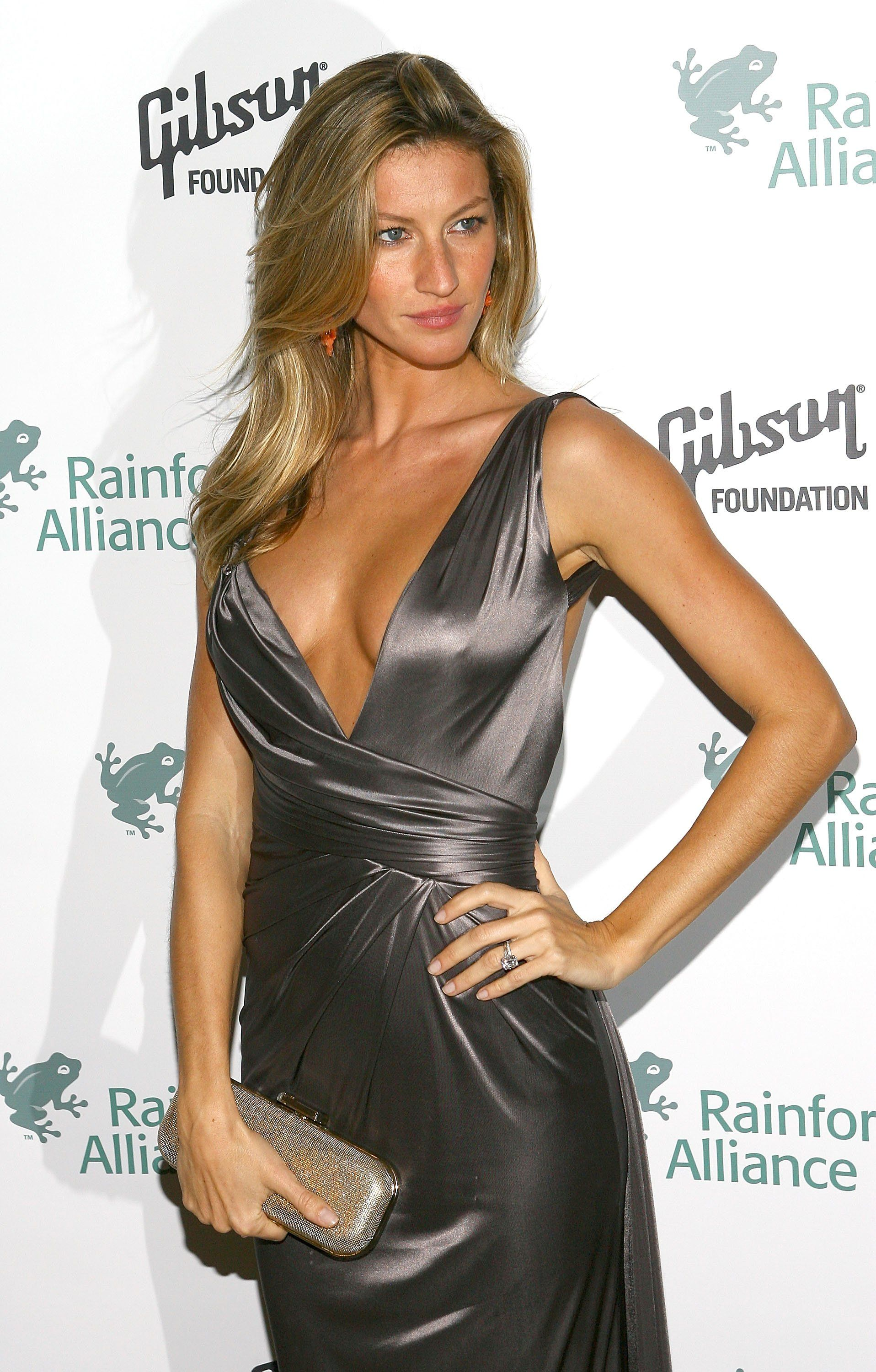 The Best Celebrity Engagement Rings Of All Time Gisele Bundchen Celebrity Engagement Rings Engagement Celebration