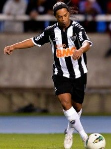 Ronaldinho netted a hat-trick against Atletico Mineiro Figueirense won 6-0 to keep up the pressure on leaders Fluminense in the Campeonato.