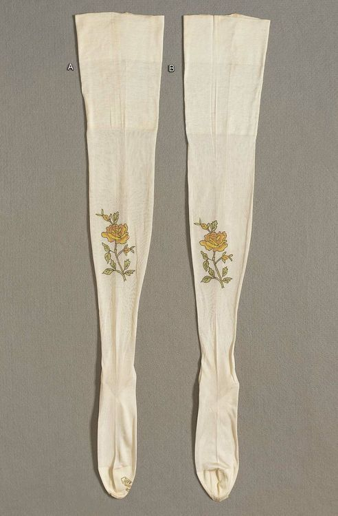 Stockings  1925  The Museum of Fine Arts, Boston. @designerwLlace