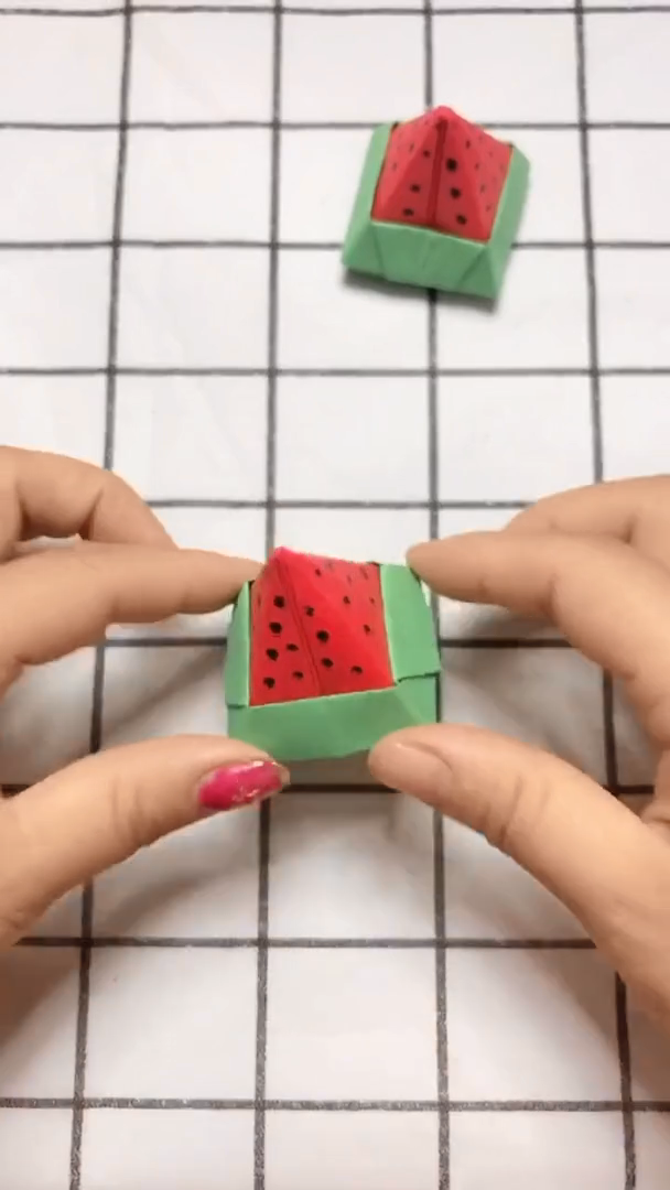 Origami piece of watermelon crafts video tutorial