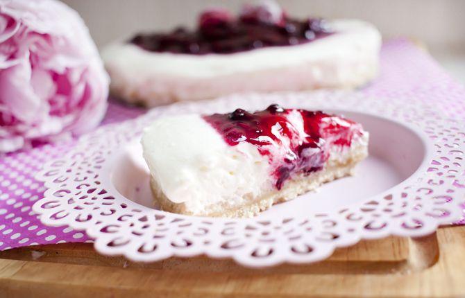Low Carb No Bake Quark Sahne Torte Mit Roter Grutze Low Carb