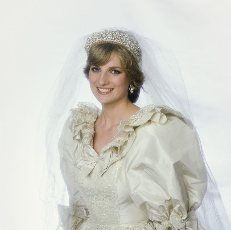 The 26 Most Gorgeous Royal Wedding Tiara Moments Of All Time Princess Diana Wedding Diana Wedding Princess Diana Tiara [ jpg ]