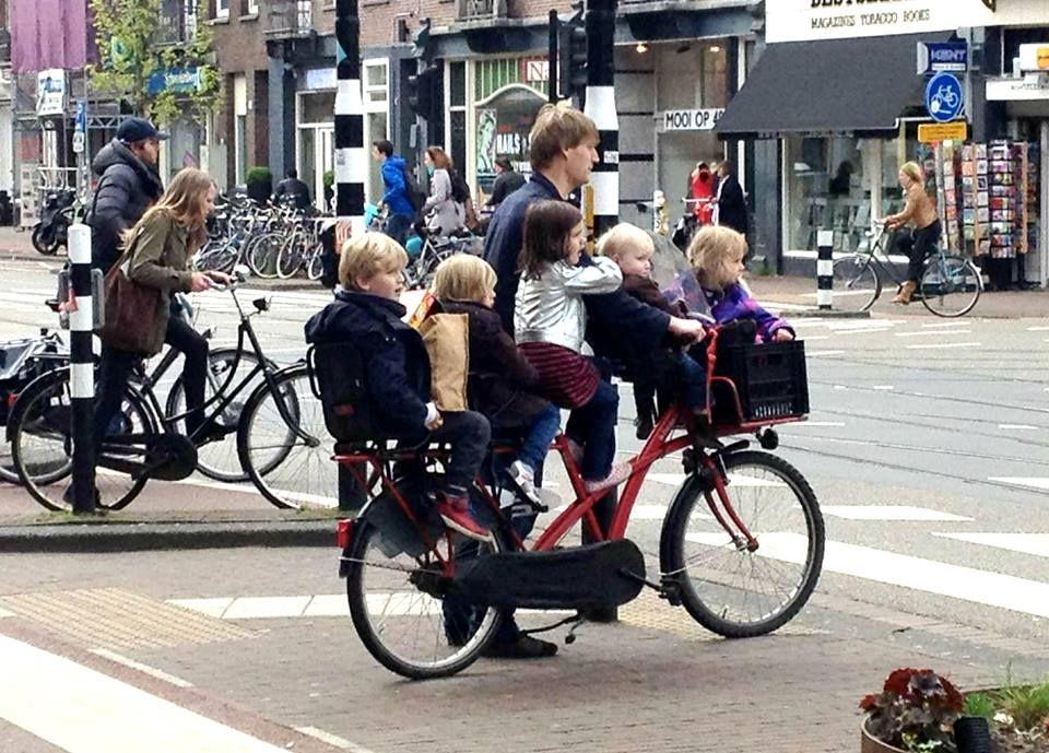 5 kids on one bike. Things people do in Holland | Nederlandse fiets, Fietsen, Fiets