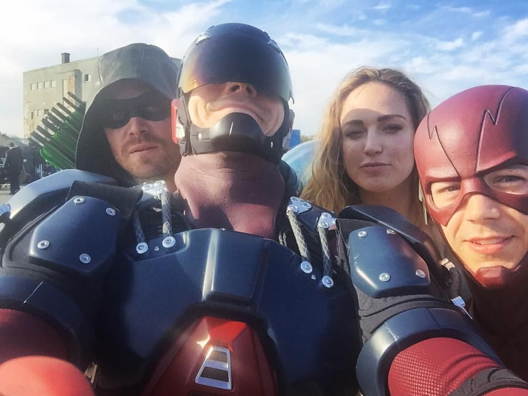 Crossover Heroes Arrow Legendsoftomorrow Theflash With Images