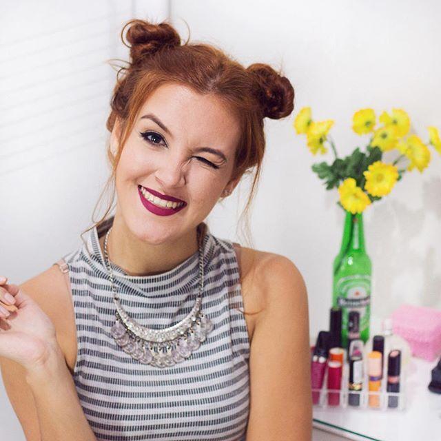 Quer aprender a fazer os penteados que estão super em alta no Pinterest, Tumblr e Instagram? Então corre pro canal, que eu ensinei 3 deles lá, e o melhor: são super fáceis de se fazer!  https://youtu.be/f_5dHmJLcW0 (link clicável na bio)