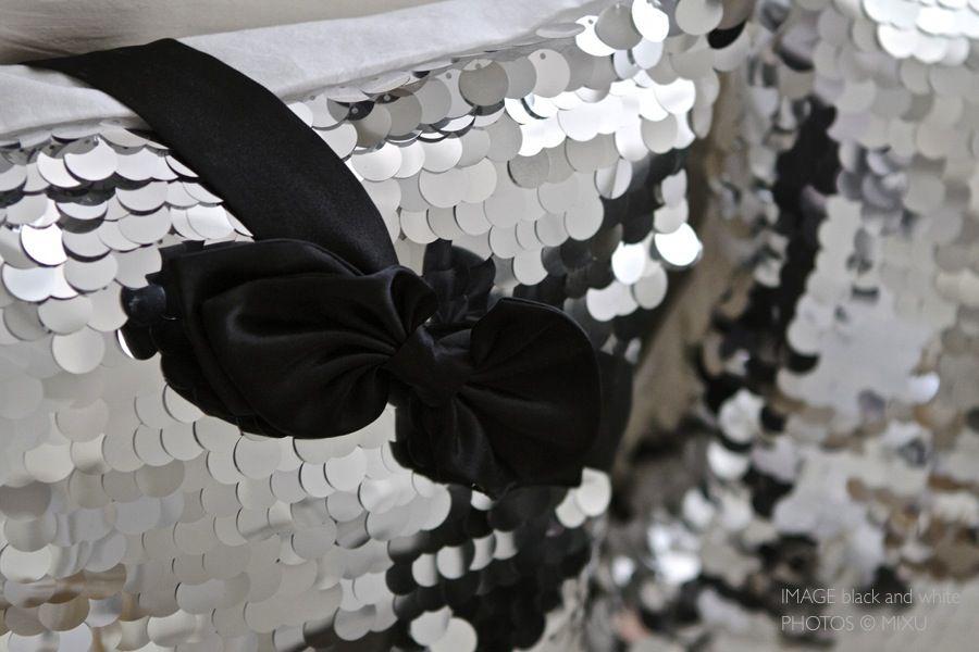 Rusetti ja bling-bling-tyynyt  http://imageblackandwhite.casablogit.fi