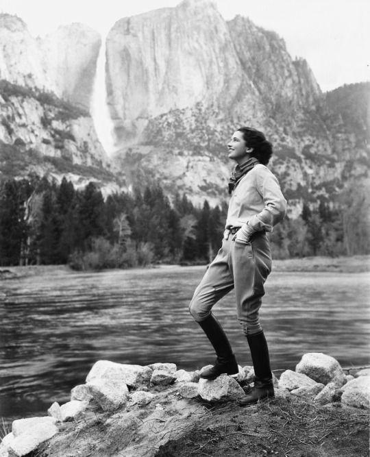 Kay Francis en el Parque Nacional Yosemite (1932).