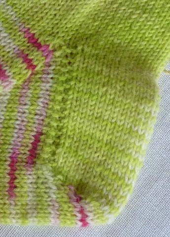 Photo of Eigentlich stricke ich die Fersen meiner Socken immer gleich. Experimente halte …