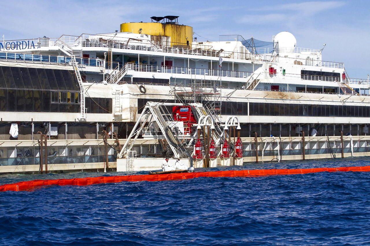 costa concordia November 2013 | Costa Concordia kan ende sine dage i Danmark - Danmark | www.bt.dk