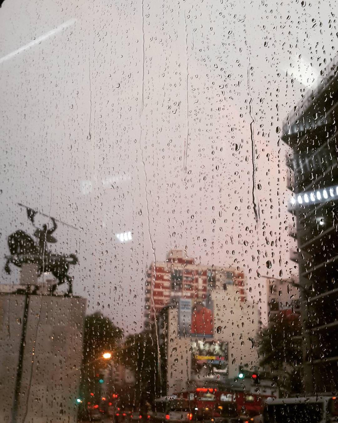 Cid Campeador, lluvia y un pseudo arcoiris  #backhome #cidcampeador #arcoiris #rainbow #rain #lluvia #instabsas #BuenosAires
