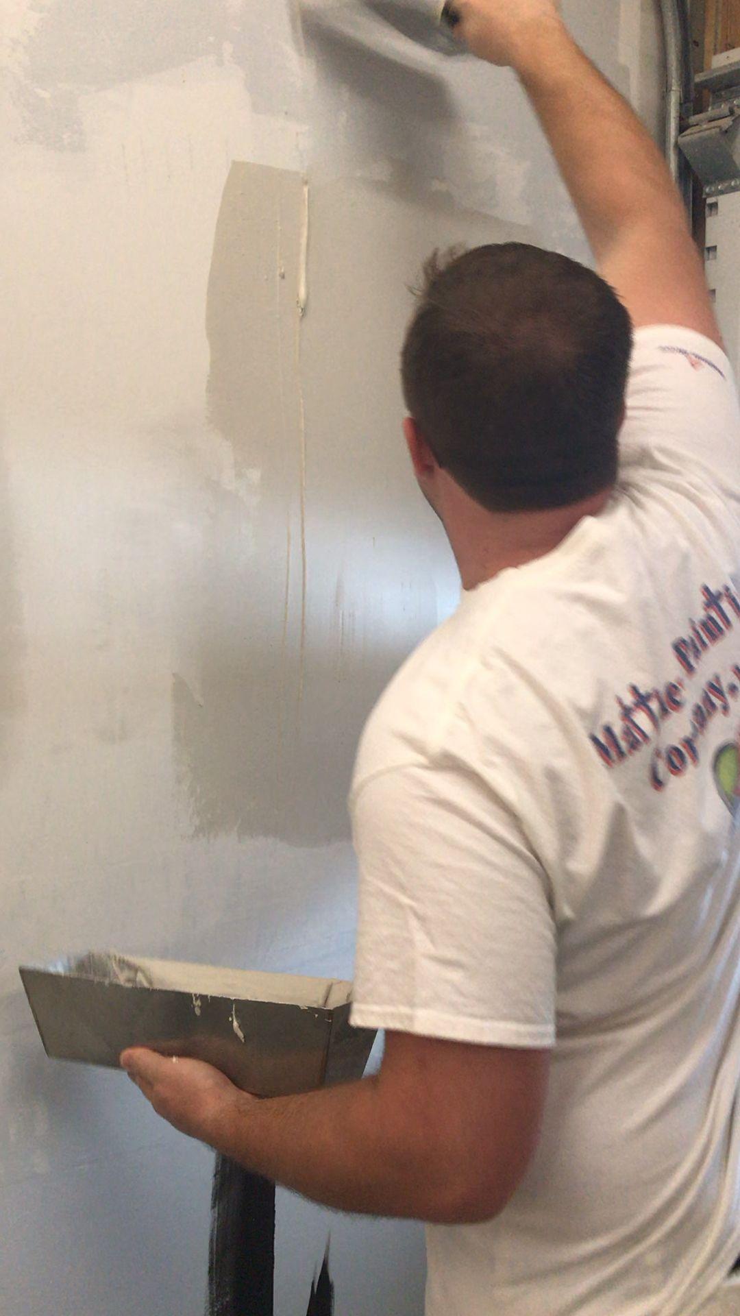 Skim Coating Walls Video Plaster Walls Diy Painting Concrete Walls Painting Concrete