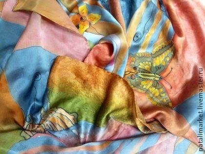 Шарф-палантин `Розовые мечты` батик. Шарф выполнен в очень спокойной благородной цветовой гамме: розовый с оттенками нежного коралла, лосося; жемчужно-серый красивых стальных оттенков; светло-коричневый оттенка коньяка, молочного шоколада и корицы и…