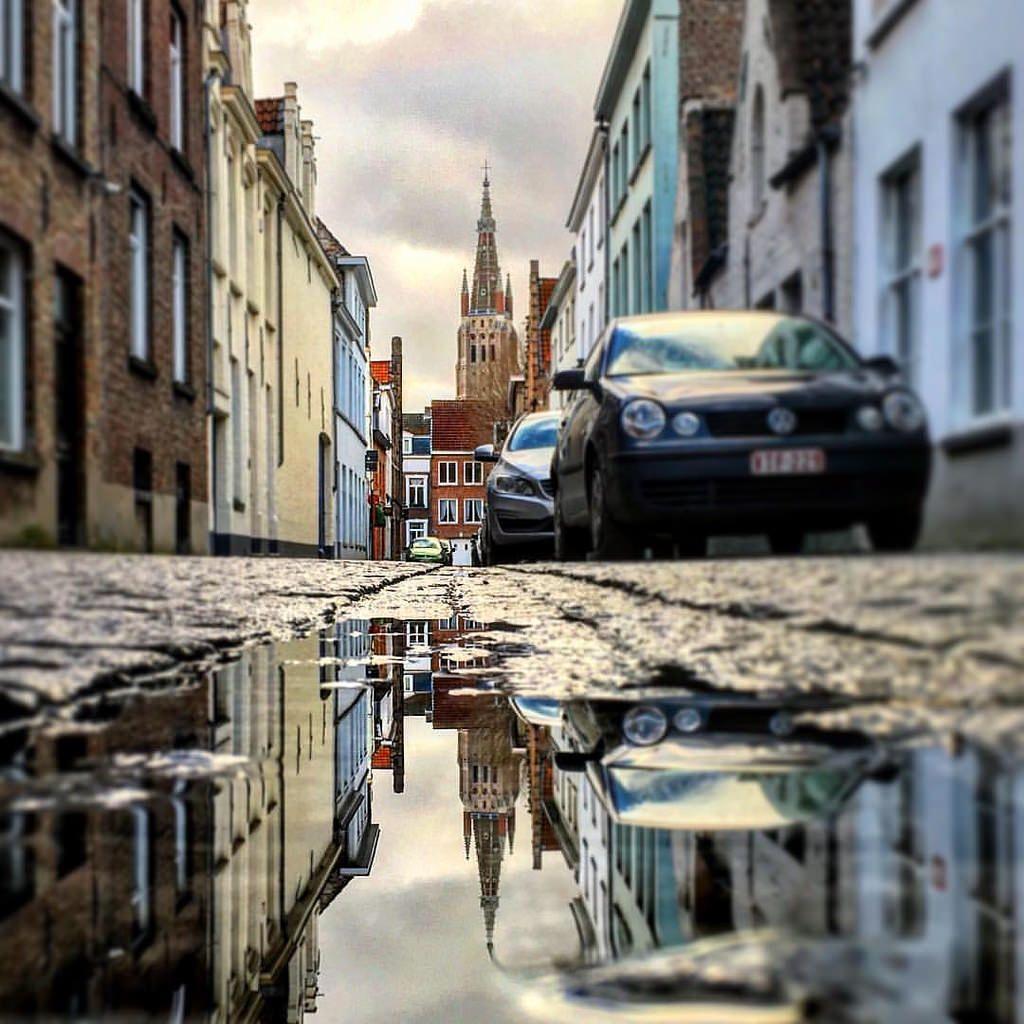 Прогулки по зимнему Брюгге. #брюгге #бельгия #отражение #архитектура #лужа #архитектурабрюгге #отражениебрюгге #экскурсия #экскурсиябрюгге #брюггеэкскурсия #брюггегид #гидбрюгге #гидбрюггеольга #belgium #bruges #brugge #architecture #reflection #puddle