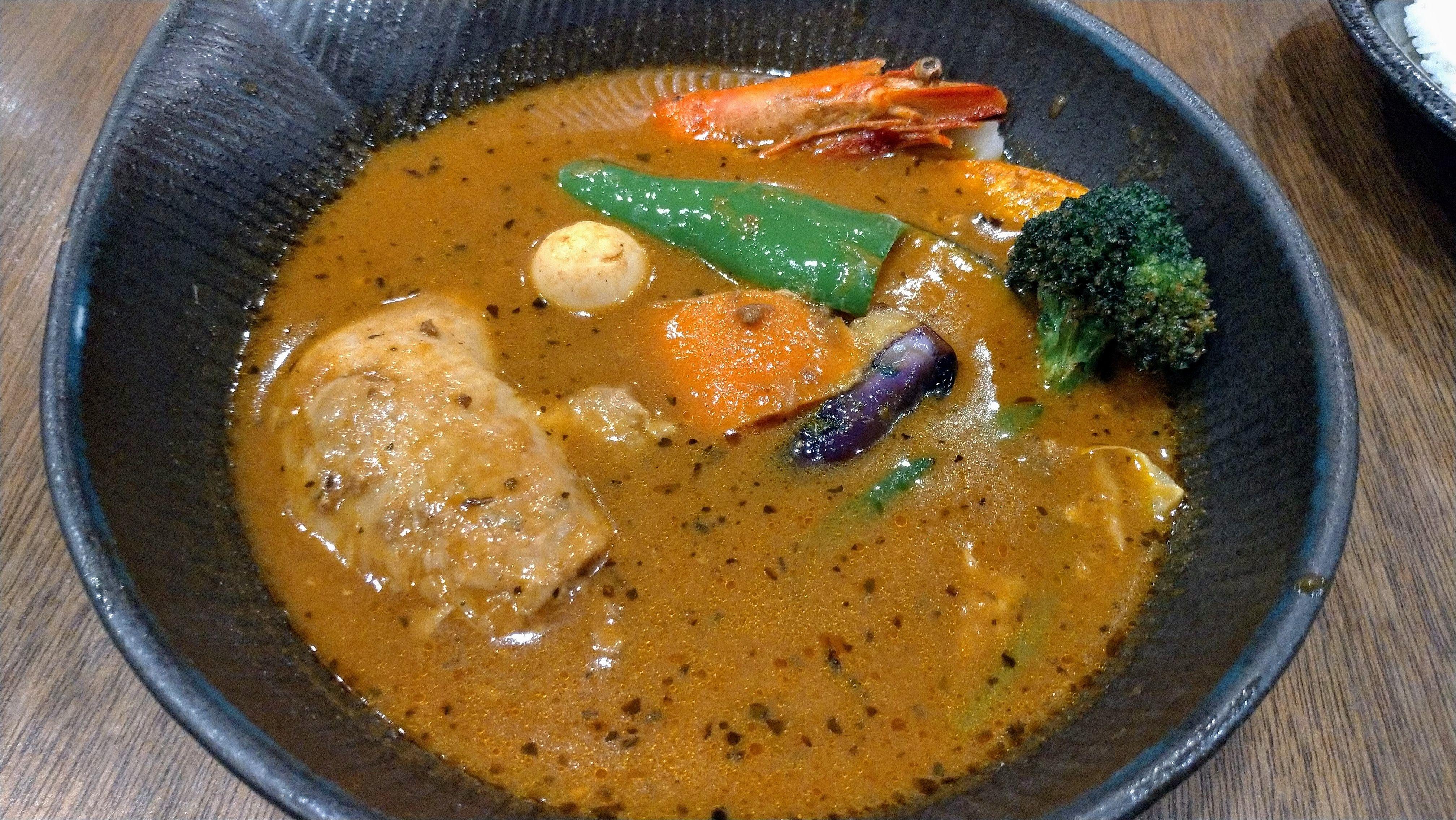 安倍総理も食べた新千歳空港スープカレーlaviのチキンカレー カレー スープカレー チキンカレー