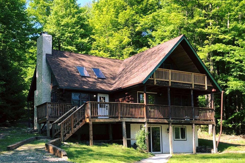 Delightful log cabin in the pocono mountains near scranton