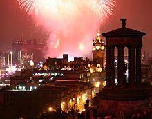 Hogmanay Fireworks Over Edinburgh New Year S Eve Around The World Edinburgh Hogmanay Edinburgh New Year