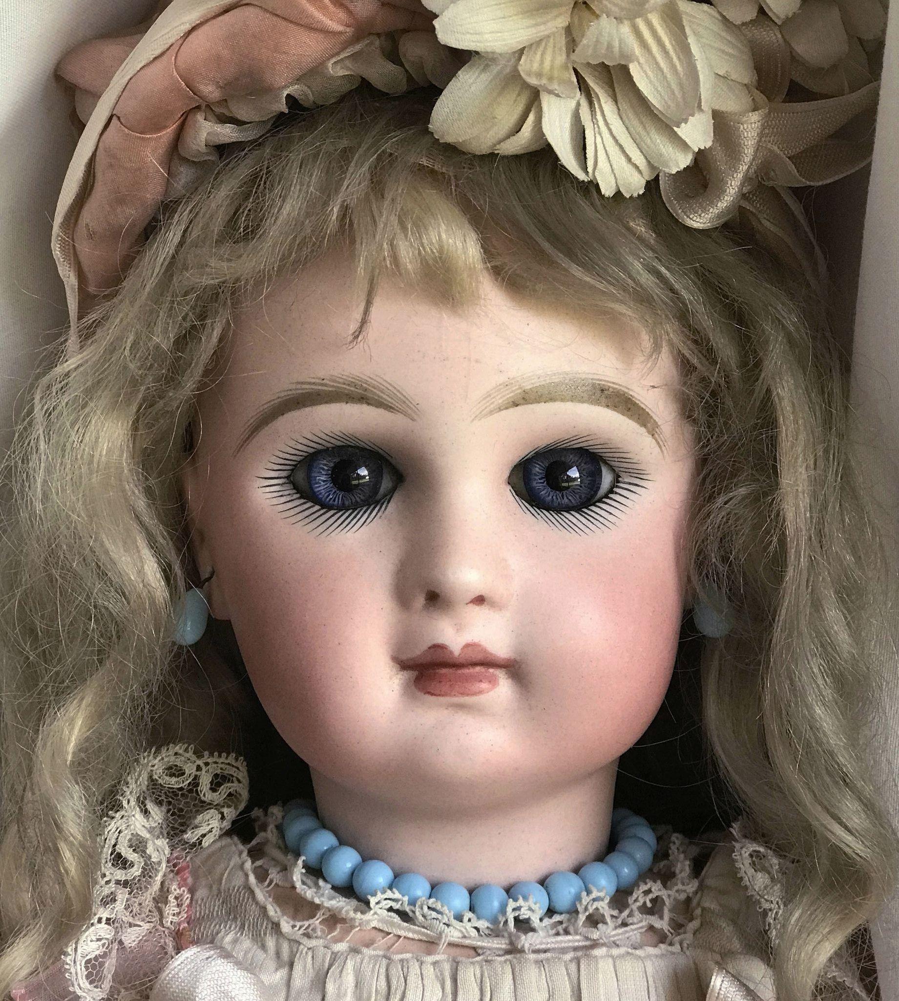 Antique 19 tete jumeau doll size 8 all original except