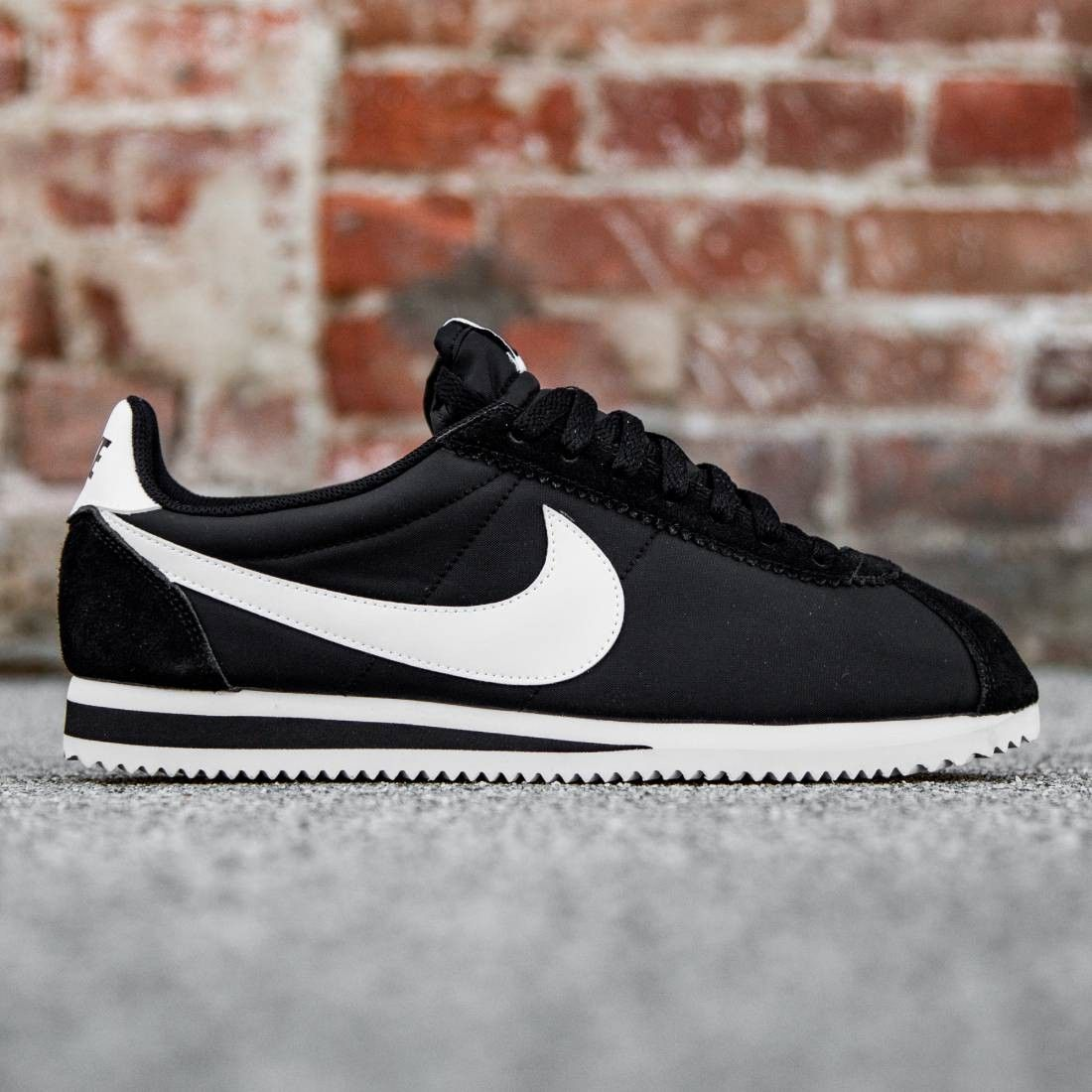 Men Nike Cortez Nylon Trainers In Black