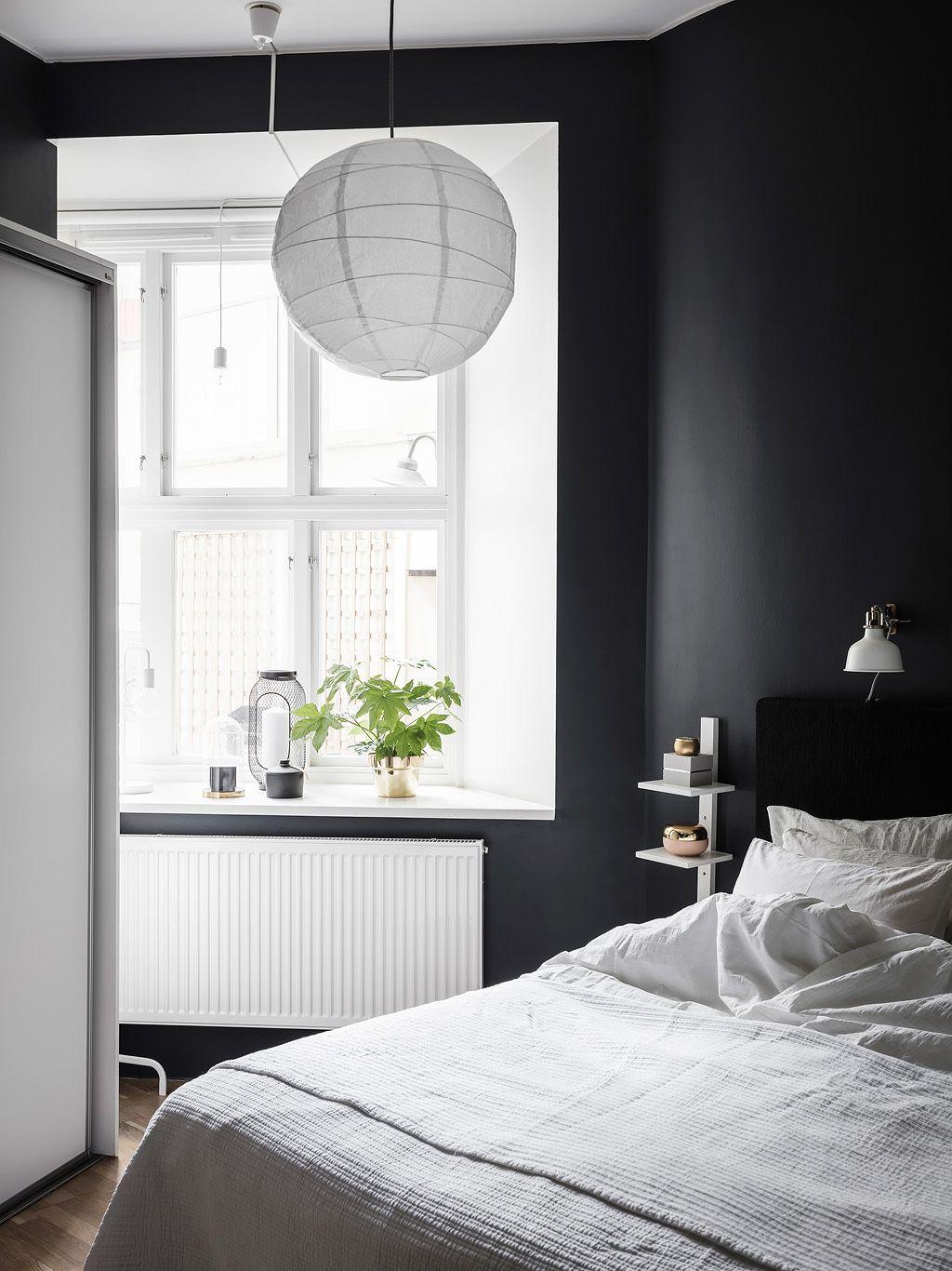 Pere  negri in dormitor intr un apartament de  jurnal design interior warehouse also bedknobs and rh pinterest