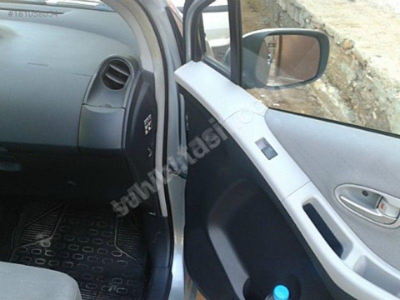 Toyota Yaris 1 4 D 4d Sol Sahibinden Yari Otomatik Bayan Araci Nanobilgi Araba Toyota Araba Arac