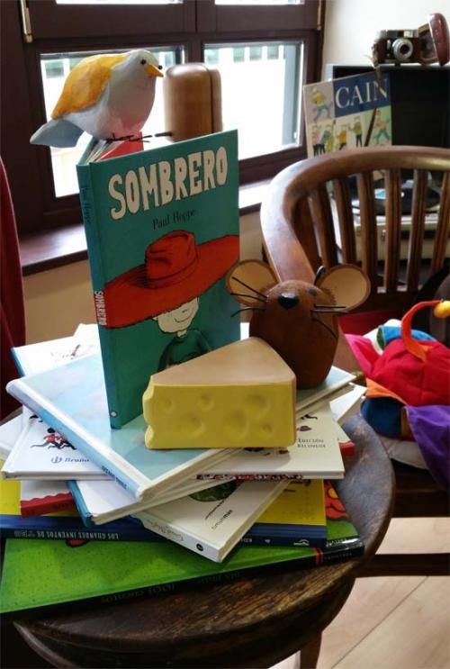 Rincón de Lectura con Sombrero en Sombrerería Albiñana