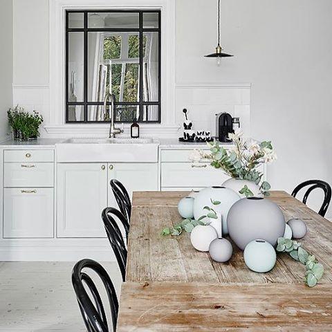 Fant ett fantastisk bilde jeg fant på pinterest av Ball vasene 😍Se hvor utrolig lekkert! Vi fikk nesten alle farger og størrelser inn på lager i dag. ✨ Finn dine favoritter på: www.nordiskehjem.no Tag eieren av bildet om dere vet hvem det er sitt 😘 #mittnordiskehjem #pinterest #ballvase #bestselger #pålager #nettbutikk