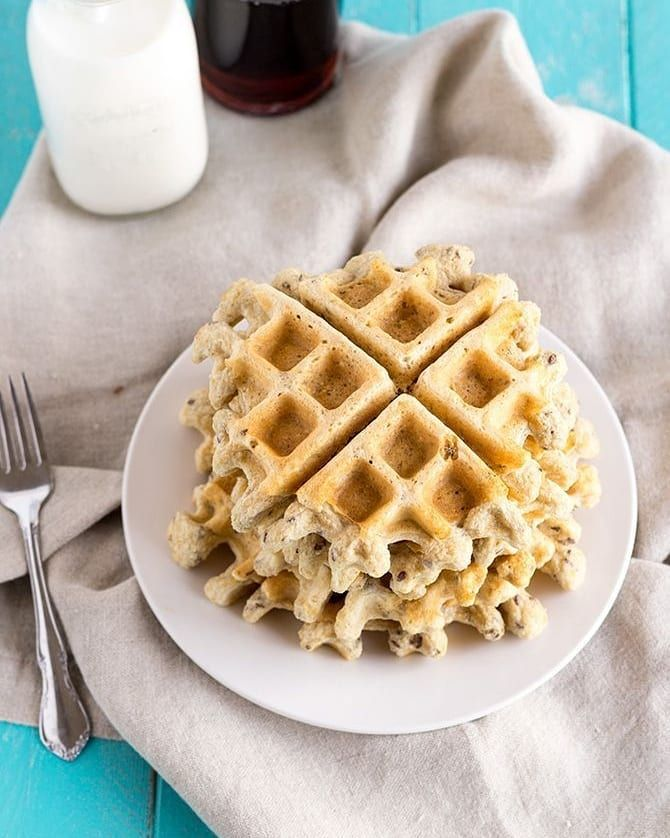 Craving a hardy meal after your workout, but don't want to fall off track? These protein waffles are packed with fiber and protein to keep energized and full for hours. Check out the recipe below:  4 large egg whites 2 cups oat flour * 2 Tbsp flaxseeds 3/4 cup vanilla protein powder 1 tsp baking powder 1 tsp vanilla extract 2 cups unsweetened almond #flaxseedmealrecipes