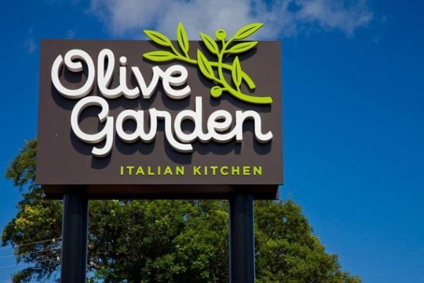 Olive Garden Hours Of Dinning What Time Does Olive Garden Open And Close Olive Gardens Olive Garden Logo Logo Garden