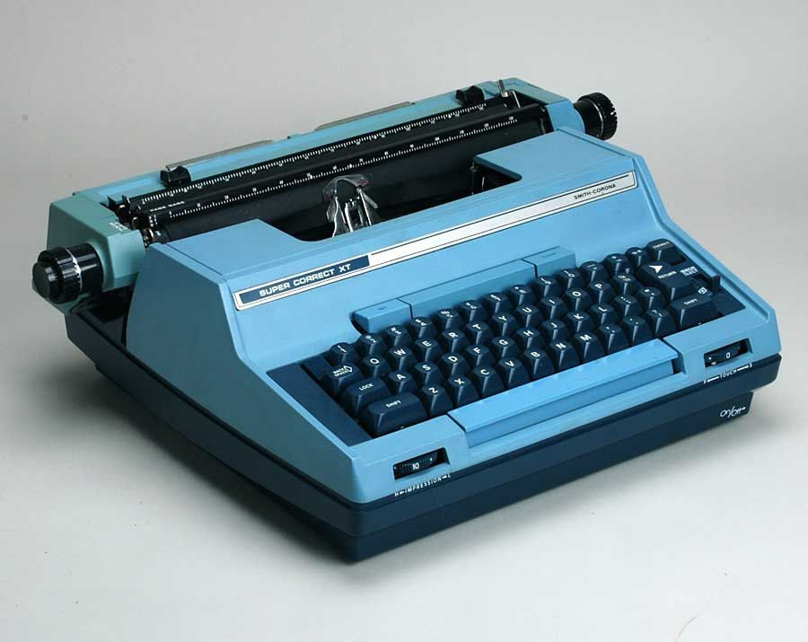 Vintage Blue Smith Coronna Typewriter ( THIS WAS THE ONE MY SISTER HAD)
