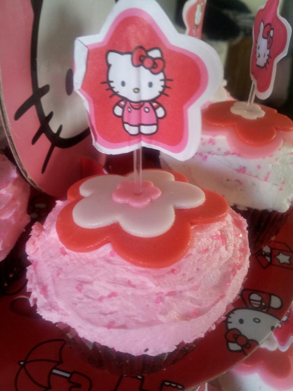 Hello kitty birthday cupcakes | My cakes | Pinterest