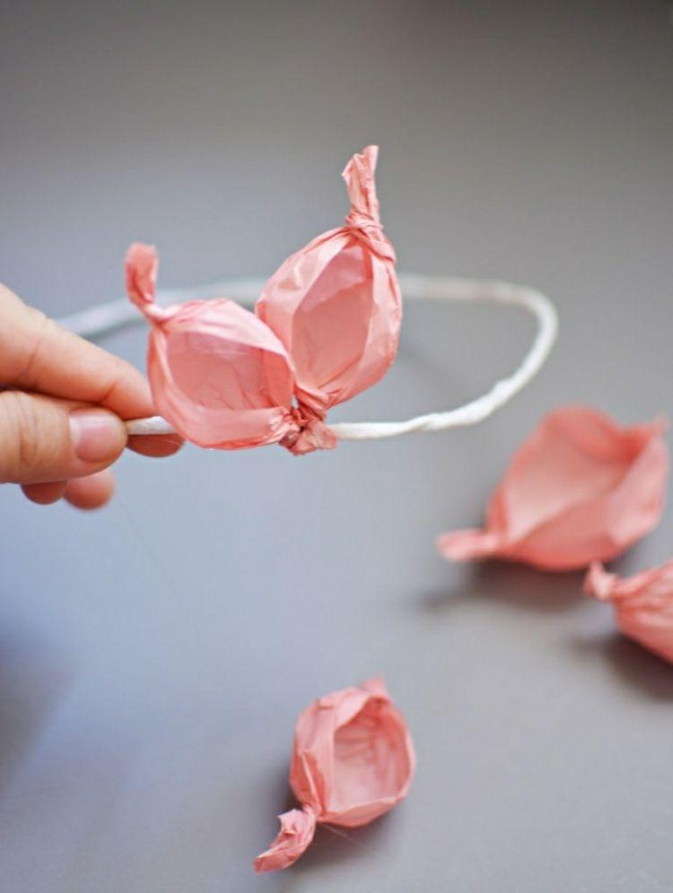 Krone mit Blumen aus Krepppapier | Basteln mit Kindern | Pinterest ...