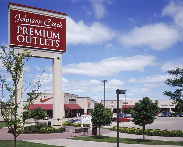 Johnson Creek Premium Outlets Is Just 30 Minutes From Country Springs Hotel