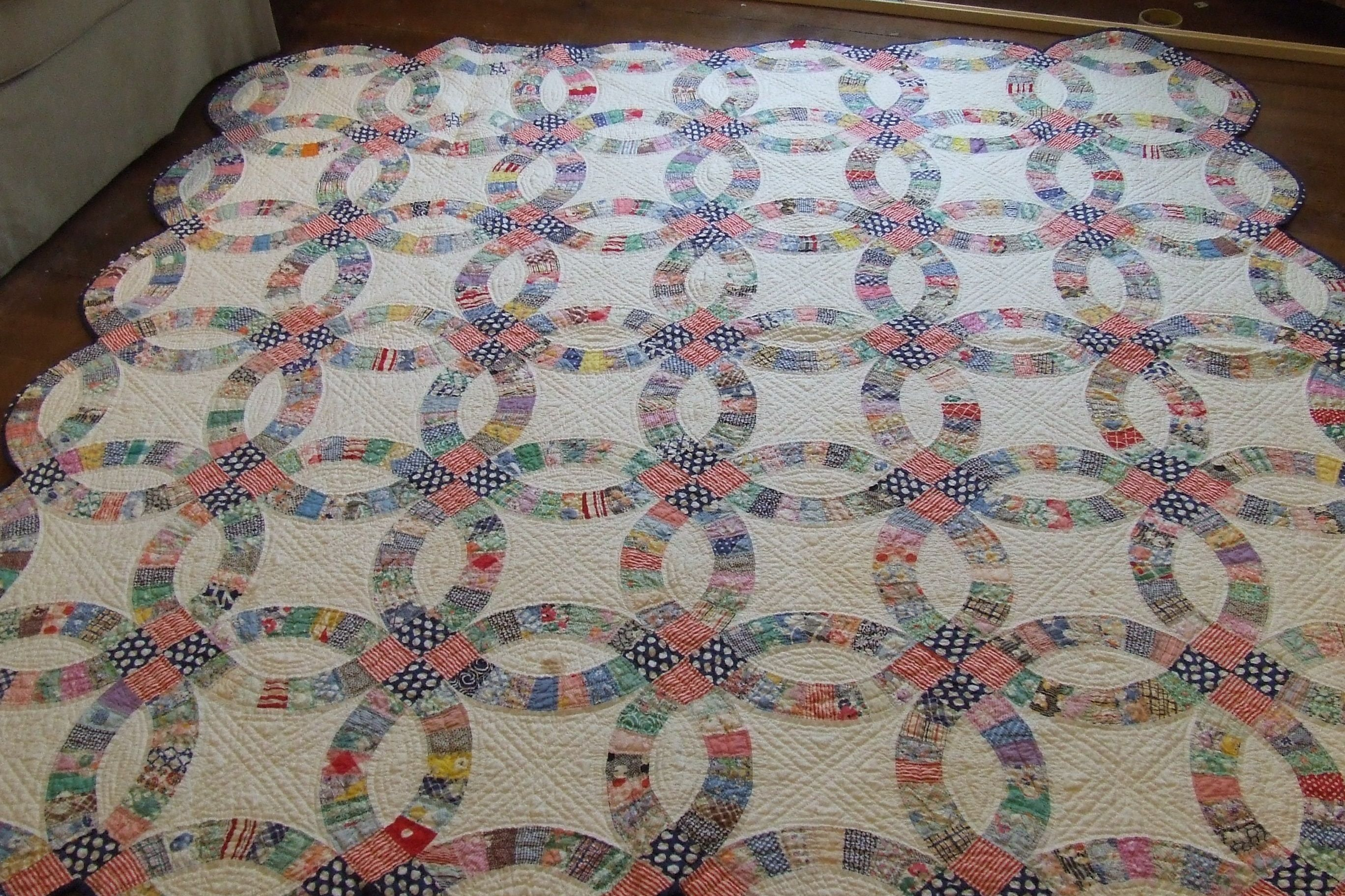 Double wedding ring quilt Double wedding ring quilt