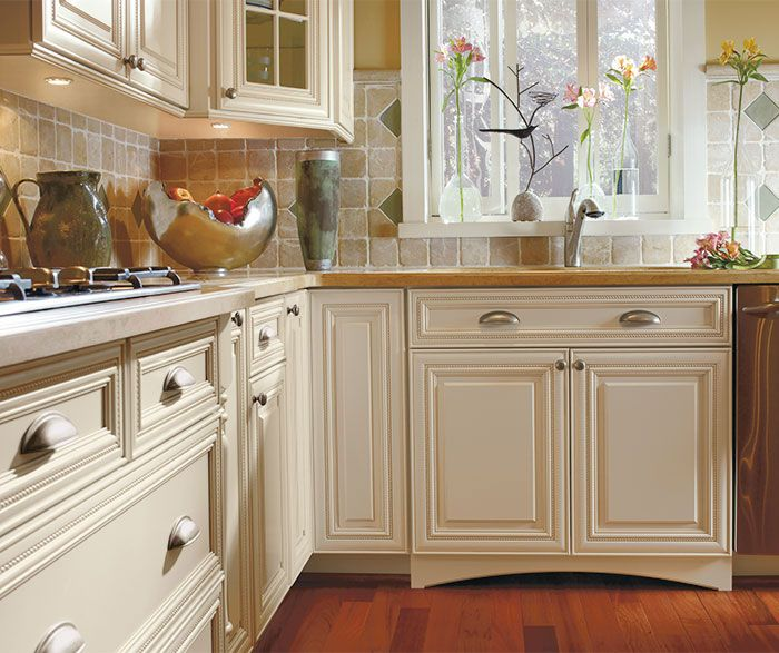 Close Up Of Off White Cabinets In Oyster Finish With Caramel Glaze In A Traditional Kitchen Kitchen Cabinet Design Kitchen Design Gallery Kitchen Design