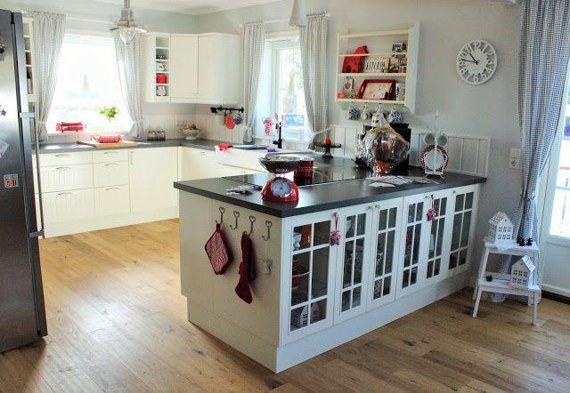 Bau eines roten Schwedenhauses mit Rörvikshus Musterhaus für Baden - schöne mülleimer für die küche
