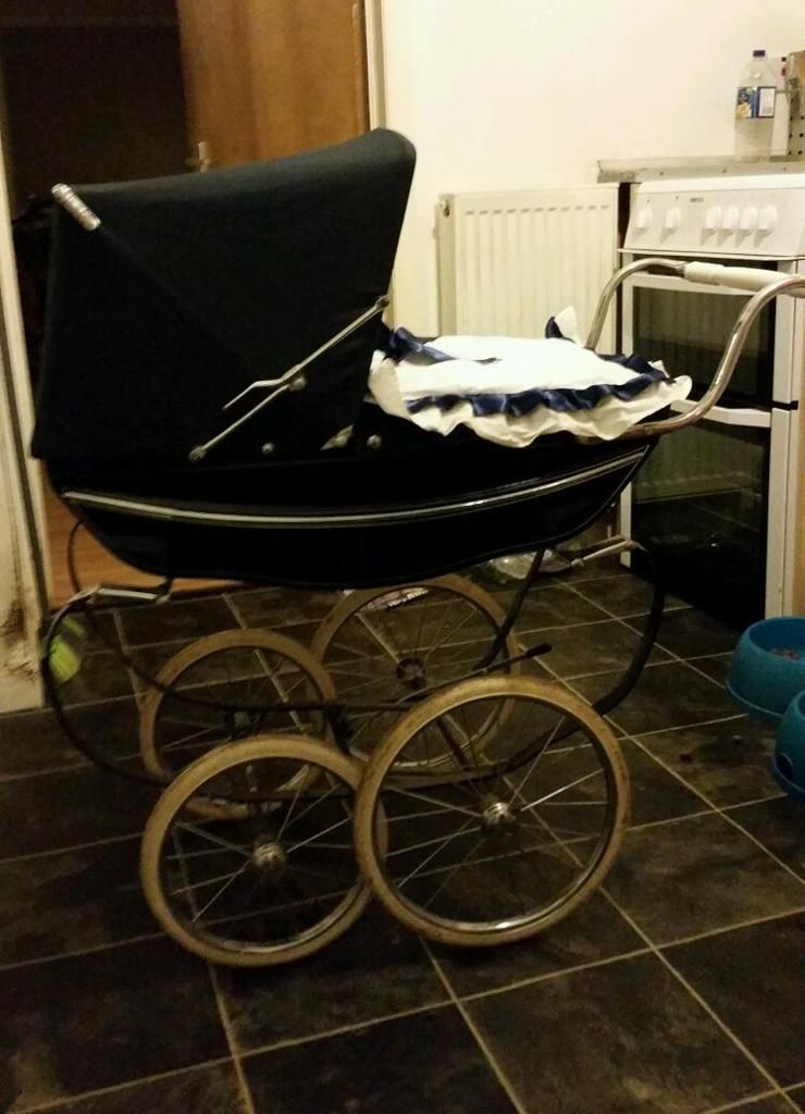 silver cross vintage coach built dolls pram united kingdom gumtree landau et poussette. Black Bedroom Furniture Sets. Home Design Ideas