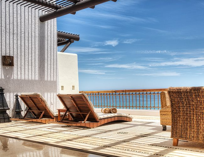 Cabo is one of our favorite destinations when we are looking for an easy, relaxing getaway. The Marquis Los Cabos is nothing short of magnificent.