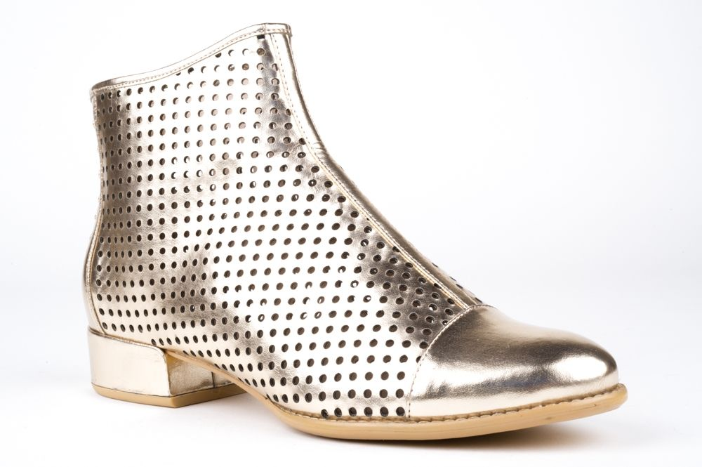 SS14 294 Chic metallic leather ankle boots by BRESLEY with summer punch hole details, toe cap and leather covered heel. Create a gorgeous edgy style with a mini dress, cropped pants or white jeans. And remember to accessorize with jewellery or a scarf to bring it all together. HEEL: 3cm WIDTH: B