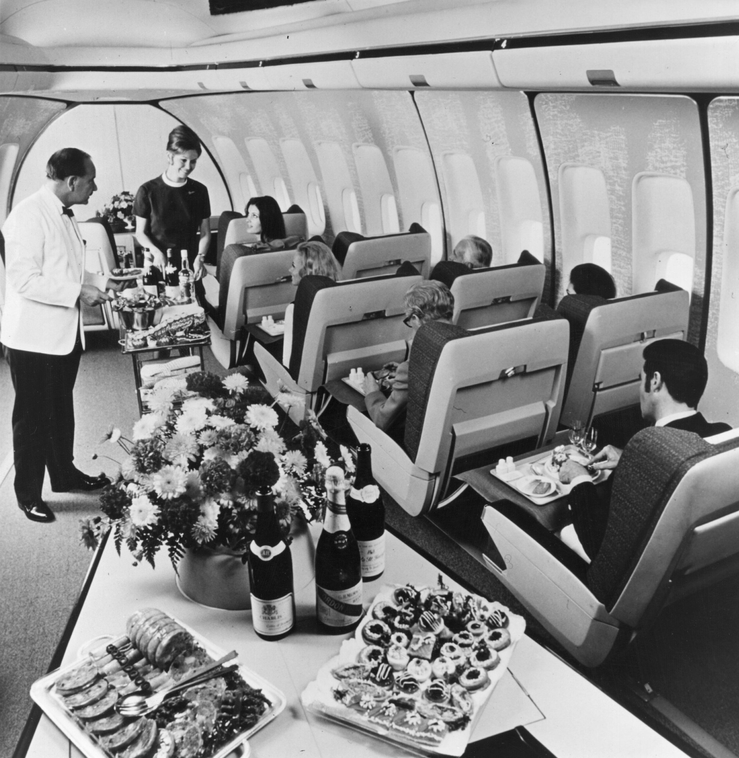 Cutaway of a pan am boeing 377 stratocruiser image from chris sloan - The Golden Age Of Air Travel This 1970 Image Shows First Class Passengers In