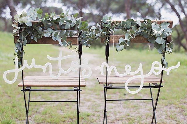 ¡El pack de palabras de madera JUNTOS MEJOR vuelve a estar disponible en la web! ✌🏼️ . El detalle más original para regalar, decorar tu boda o cualquier espacio en común 💚 . #juntosmejor #happyletters #lettering #handlettering #handmade #handwritten #handwritting #handdrawn #type #thedailytype #calligritype #typography #goodtype #calligraphy #art #design #graphicdesign #typographyinspire #typespire #letteringco #dslettering #typeeverything #designspiration