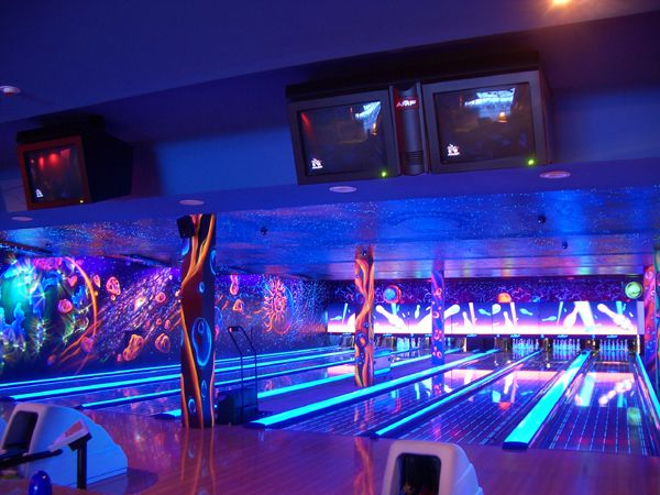 Fluorescent Paints At Bowling Http Acmelight Eu Skateboard Room Bowling Game Room