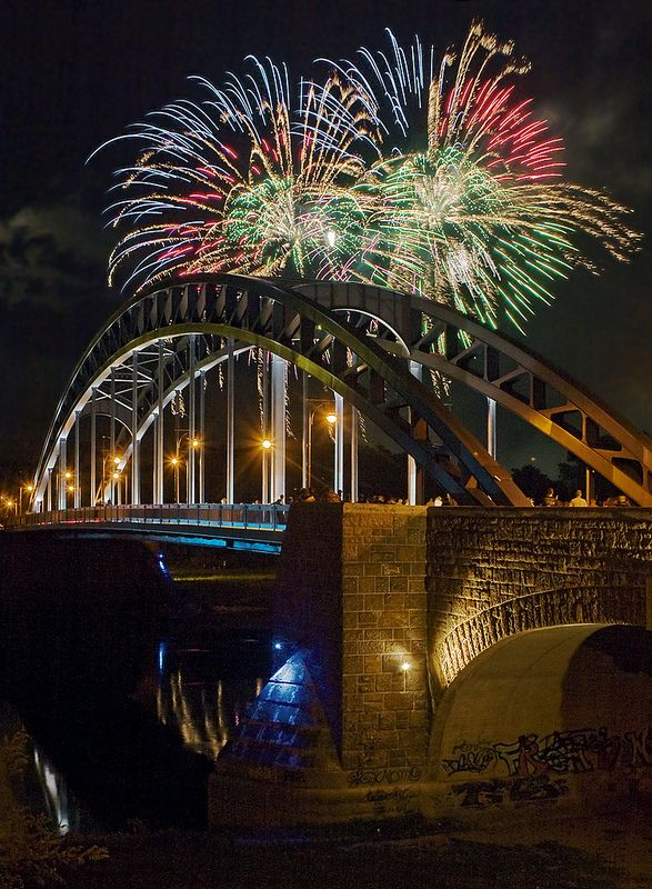 Pyrogames Sternbrucke New Year S Eve Around The World Magdeburg Beautiful Places