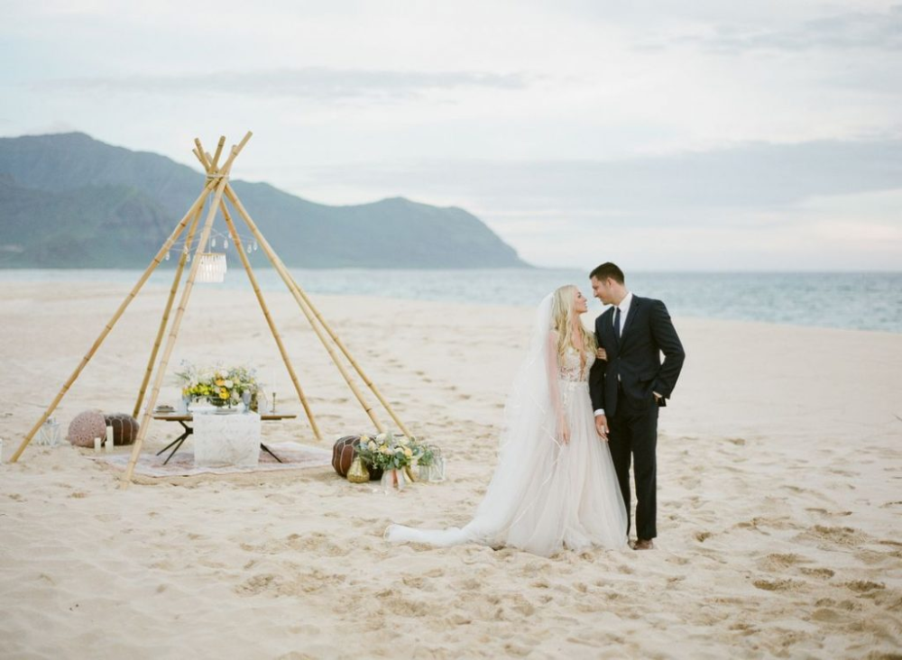 Why Hawaii Is Right For Your Destination Wedding In 2020 Maui Wedding Photographer Hawaiian Wedding Maui Wedding Planners
