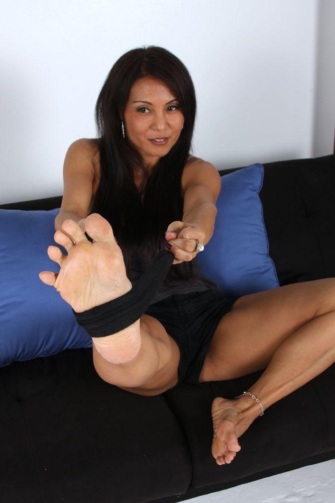 Blonde milf show soles